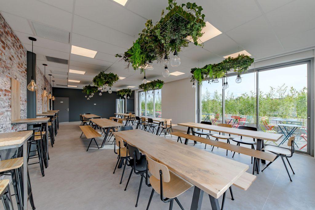 Siège social Altitude Infra - Espace restauration intérieur